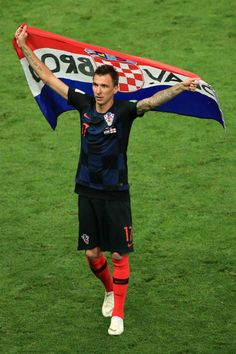 Mario Mandzukic of Croatia holds a flag aloft as he celebrates victory after the 2018 FIFA World Cup Russia Semi Final match between Croatia and. Soccer World Cup 2018, Fifa World Cup, Ex Yougoslavie, Equipement Football, World Cup Russia 2018, Semi Final, Soccer Training, Chelsea Fc, Best Player