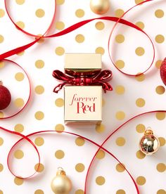 Forever Red - View All Fragrances - Bath & Body Works Christmas Flatlay, Christmas Campaign, Forever Red, Perfume, Beauty Care, Beauty Tips, Nouvel An, Body Lotions, Beauty Photography