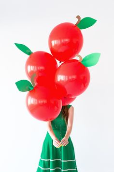 Delicious back-to-school #DIY apple balloons. (psst...are you following us yet? - we post lots of great stuff like this! @loop88pins