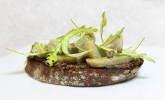 Recette de tartines de tapenade aux artichauts violets et asperges vertes par Alain Ducasse