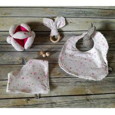 Set regalo per battesimo o nascita per bimba fucsia con stelline rosa, fucsia e oro in puro cotone, jersey e spugna di cotone fatto a mano.