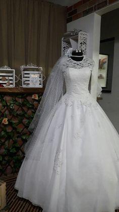 Vestido de Novia estilo princesa Lace Wedding, Wedding Dresses, Fashion, Princess Style Wedding Dresses, Brides, Bride Dresses, Moda, Bridal Gowns, Fashion Styles
