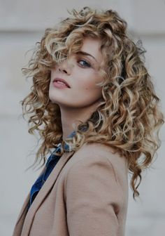 Ideas Haircut Medium Layered Curls For 2019 Mid Length Curly Hairstyles, Curly Hair Styles, Bob Haircut Curly, Curly Hair Cuts, Medium Hair Cuts, Bob Hairstyles, Medium Hair Styles, Medium Curly Haircuts, Naturally Curly Haircuts
