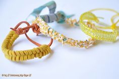 When M. came home from her camp with school, she showed me this yellow bracelet she made with 'scoubidoo' strings. One of her friends taug...