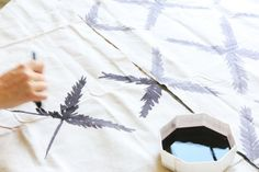 DIY Fabric Painting with Dye on Drop Cloths - Little Green Notebook Drop Cloth Projects, Diy Craft Projects, Diy And Crafts, Arts And Crafts, Drop Cloth Rug, Canvas Drop Cloths, Little Green Notebook, Rit Dye, Paint Drop