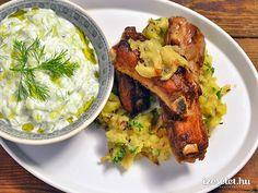 Fokhagymás oldalas köményes tört burgonyával és tzatzikivel - Receptek | Ízes Élet - Gasztronómia a mindennapokra Risotto, Pork, Rice, Chicken, Meat, Ethnic Recipes, Kale Stir Fry, Pigs, Pork Chops