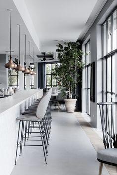 #FF primaveral a GamFratesi, Nandu Jubany y lagranja, Federico Babina y nook architects. | diariodesign.com. Restaurant grey interior bjad minimal curtain.