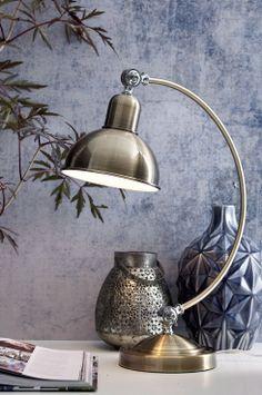 Ellos Home Bordslampa Edgar Av metall med ställbar skärm. Skärmhöjd 18 cm. Ø 18 cm. Lampa E27. Max 40W. Omkrets kupa 18 cm. Total höjd på lampans fot 54 cm. Fotens omkrets 18 cm. <br><br>