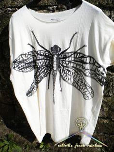 Dragonfly  Guarda questo articolo nel mio negozio Etsy https://www.etsy.com/listing/232174782/dragonfly-t-shirt-hand-painted-cotton #dragonfly #handmade #handpainting #unisex #fashion #fashionmood #fashionista #fashionblogger #natale2015 #chirstmas #christmas2015 #madeinitaly #following #regalo #present #madeinitaly #fashionstyle #tshirt #tshirtdesign #artigianato #tee #maglietta #libellula