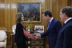 Su Majestad la Reina recibe el saludo del presidente de la Plataforma de Organizaciones de Infancia de España, Carlos Martínez-Almeida Morales Palacio de La Zarzuela, 08.01.2016