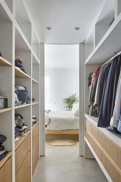 closet layout 102386591516087182 - Source by bayouu Wardrobe Design Bedroom, Master Bedroom Closet, Bedroom Wardrobe, Wardrobe Closet, Home Bedroom, Closet Renovation, Closet Remodel, Closet Layout, Dressing Room Design