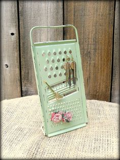 Mint Green Vintage Grater Earring Holder by TheBirchTreeShop Chalk Paint Projects, Diy Projects, Jewelry Holder, Earing Holder, Decoupage Jars, Diy And Crafts, Arts And Crafts, Repurposed Items, Shabby Chic Style