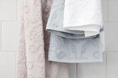 Lennol | Rose, light blue and white ornamental towels Blue Bathroom Decor, Bathroom Towels, Spring Collection, Light Blue, Blue And White, Decor Ideas, Rose, Bath Linens, Pink