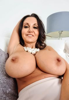 Hot milf unveiling great tits