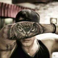 Tatuagem de Coruja no antebraço