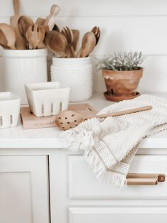 Kitchen Organization Pantry, Kitchen Pantry, Home Organization, Kitchen Decor, Kitchen Styling, Kitchen Backsplash, Kitchen Countertops, Interior Design Inspiration, Home Decor Inspiration