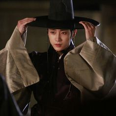 Jin Young t Korean Traditional Dress, Traditional Dresses, B1a4 Jinyoung, Moonlight Drawn By Clouds, Moon Lovers, Riding Helmets, Kdrama, Cowboy Hats, Handsome