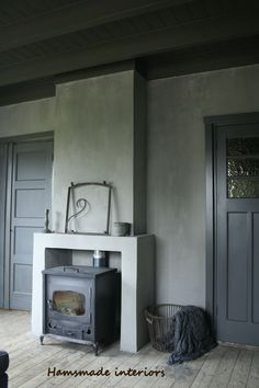 www.hamsmade.nl Country Interior, Interior Garden, Fireplace Wall, Fireplace Design, Barbie Furniture, Home Furniture, Small Stove, Pellet Stove, Living Spaces