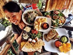 Canggu has becoming increasingly popular among visitors to Bali. Canggu's dining scene has evolved along with the number of visitors. Canggu's eating places have not yet reached the gastronomic level. Brunch Places, Canggu Bali, Breakfast Restaurants, Tofu Scramble, Blueberry Pancakes, Sunday Brunch, Summer Fruit, Places To Eat, Sweet Potato