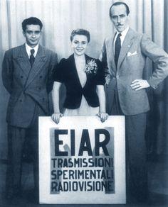 Accadde oggi  3 gennaio 1954    Iniziano in modo ufficiale in Italia le trasmissioni televisive. E' possibile ricevere le immagini della Rai-Radio Televisione Italiana sull'unico disponibile.