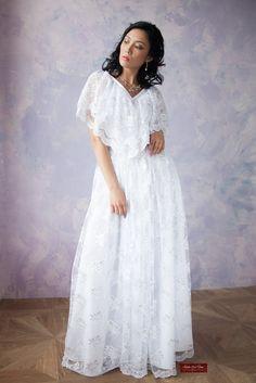Создать безупречно стильный и уникальный образ невесты можно в свадебном платье из гипюра