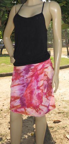 Saia envelope curta em crepe  estampada à mão, versátil para todas as ocasiões!  Tenha uma peça feita exclusivamente pra você!  Whatsapp +55(21) 99799-3686  #rj #riodejaneiro #saia #envelope #estamparia #manual #artesanal #tecido #pintura #estampa #cor #artesanato #craft #chic #color #art #handdyed #handpainted #fabric #dye #feitonobrasil #stylish #madeinRio #peçaúnica #handmade #feitoamao #slowfashion #compredopequeno #exclusivo #patterns #madeinRio #peçaúnica #shibori #tiedye #dye #shirt