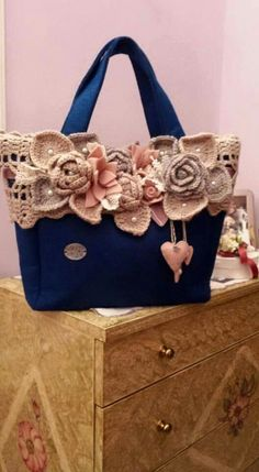 Thread Crochet, Knit Crochet, Crochet Handbags, Crochet Purses, Crochet Patterns, Crochet Designs, Crochet Shell Stitch, Flower Bag, Stylish Handbags