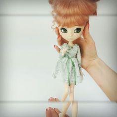 Atelier Milabrocc (@ateliermilabrocc) • Pullip Ddalgi Tinkerbell, Elsa, Doll Clothes, Disney Characters, Fictional Characters, Dolls, Disney Princess, Clothing, Art