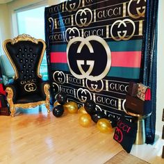one word GUCCI.I just want the chair and the pillow 26th Birthday, 40th Birthday Parties, Teen Birthday, Birthday Party Decorations, Backdrops For Parties, Party Time, Party Supplies, Babyshower, Versace Bedding