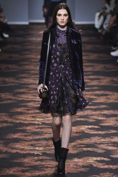 The complete Etro Fall 2016 Ready-to-Wear fashion show now on Vogue Runway. London Fashion Weeks, Milan Fashion, Fall Fashion 2016, Autumn Winter Fashion, Fall Winter, Glam Rock, Star Fashion, Fashion Show, Fashion Design