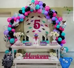 Kids Birthday Cupcakes, Birthday Table, 3rd Birthday Parties, Birthday Balloons, Baby Birthday, Birthday Party Decorations, Adornos Halloween, Balloon Arch, Holidays And Events