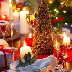 🎄❤️🎁🎅🏼festive and jolly tabledecor🎄❤️🎅🏼🎁 #christmas #hollyjolly #christmasdecor #christmastree #christmastime #christmasinterior #christmasgifts #christmastree #instafollow