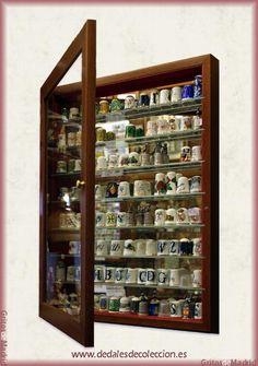 Si deseas una vitrina para colección de dedales todavía estás a tiempo de encargarla para Reyes o elegir alguna de las que nos queda si es para un regalo de Navidad, Visita www.dedalesdecoleccion.es o www.gritosdemadrid.es