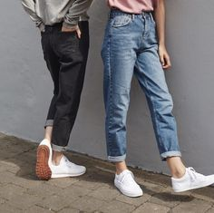 mom jeans and sneakers Look Fashion, Korean Fashion, Mode Outfits, Fashion Outfits, Hijab Fashion, Estilo Hipster, Mein Style, Looks Street Style, Grunge Look