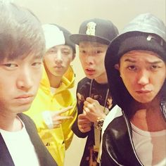 """EPIK HIGH's Tablo snaps a group-fie with his """"BORN HATERS""""– WINNER's Mino and iKON's Bobby and B.I"""