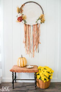 DIY Show Off DIY fall dreamcatcher wreath tutorial DIY Show Off More from my site Pumpkin Wreath Tutorial Easy No-Sew Fabric Wreath for Halloween or Fall Tutorial How to Make a White Berry Wreath – Fall DIY Modern Wreath Fall Home Decor, Autumn Home, Porte Diy, Decor Crafts, Diy Crafts, Wreath Crafts, Diy Wreath, Diy Autumn Crafts, Sewing Crafts