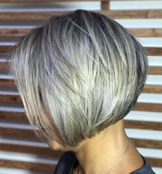 70 Cute and Easy-To-Style Short Layered Hairstyles Chin-Length Layered Bob Hairstyle Layered Bob Short, Short Hair With Layers, Short Hair Cuts For Women, Short Hairstyles For Women, Easy Hairstyles, Hairstyles 2018, Medium Hairstyles, Short Cuts, Wedding Hairstyles