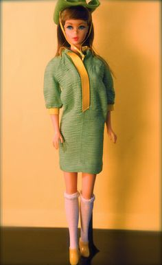 Vintage Barbie - Twist n' Turn Barbie - brownette