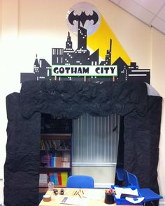 Do this to children's room door - Bat cave reading area Superhero Classroom Theme, Superhero Room, New Classroom, Classroom Themes, Batman Room, Classroom Layout, Superhero Party, Library Themes, Library Displays