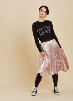 Pair the Jessica metallic midi skirt with your favourite party pieces! This pink mid-length pleated style is easy to wear and perfect for special occasions. Pleated Skirt Outfit, Metallic Pleated Skirt, Skirt Outfits, Pleated Skirts, Joanie Clothing, Winter Skirt Outfit, Girl Model, Pretty Outfits, Casual Looks