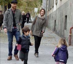 Xabi Alonso y Nagore Aramburu con sus dos hijos: el bello retrato de una familia feliz #futbolistas #famosos