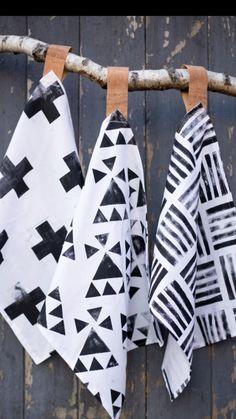 DIY Video Geschirrtücher bedrucken - Textildruck - Schwarzweiß Look Art Diy, Fabric Stamping, Textile Prints, Fabric Painting, Diy Crafts To Sell, Fabric Crafts, Printing On Fabric, Diy Printing, Arts And Crafts