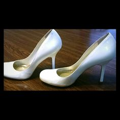 Size 7 Jessica Simpson heels Size 7 Jessica Simpson heels in eggshell. Small flaws, see pic. Jessica Simpson Shoes Heels