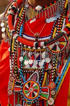 Africa - Maasai beaded jewelry - strict tribal rules relating to color and style. Bijoux Masai, Masai Jewelry, Tribal Jewelry, Hippie Jewelry, Jewelry Art, Beaded Beads, Beaded Jewelry, Beaded Necklaces, Necklaces