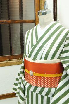 green/white strips and red Yukata Kimono, Kimono Japan, Kimono Dress, Traditional Japanese Kimono, Japanese Modern, Japanese Style, Japanese Outfits, Japanese Fashion, Japanese Clothing