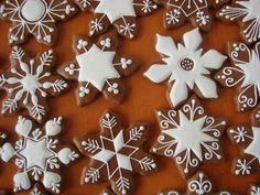 Found on medovniky-kraslice. Bear Cookies, Spice Cookies, Ginger Cookies, Cute Cookies, Snowflake Cookies, Holiday Cookies, Christmas Gingerbread, Gingerbread Cookies, Holiday Baking