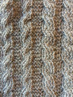 De dubbelzijdige kabel is een kabel die aan beide zijden van het breiwerk mooi is. Heel goed te gebruiken voor een sjaal dus! Knitting Stiches, Stitch, Crochet, Fashion, Craft Work, Moda, Full Stop, Fashion Styles, Ganchillo
