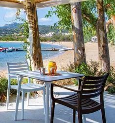 Camping Centro Vacanze Isuledda, Cannigione di Arzachena, Sardinie, letní dovolená, rodinná dovolená, dovolená v kempu, dovolená v Itálii, parkoviště, wifi, pes povolen, TV, klimatizace, hned u pláže, písečná pláž, plážový servis, dětské hřiště, fitness, wellness, animace, plachtění, potápění, fotbal, plážový volejbal, ping-pong, půjčovna kol, restaurace, pizzerie, bar.