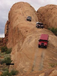 Lion's Back - Moab, Utah (Offroad Heaven) The Lion's Back is a sandstone ridge in Moab, Utah, USA.. that is very popular among 4x4'ers. It is one of the best places to off road in the desert. The attraction and campground is now private property and no longer accessible by 4x4'ers.. :((
