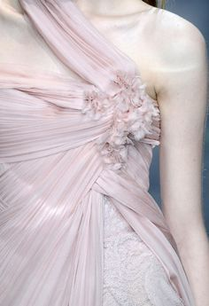 Elie Saab Spring 2010 Couture Fashion Show Pink Fashion, Couture Fashion, Runway Fashion, Fashion Show, Couture Details, Fashion Details, Glamour, Elie Saab Spring, Elie Saab Couture